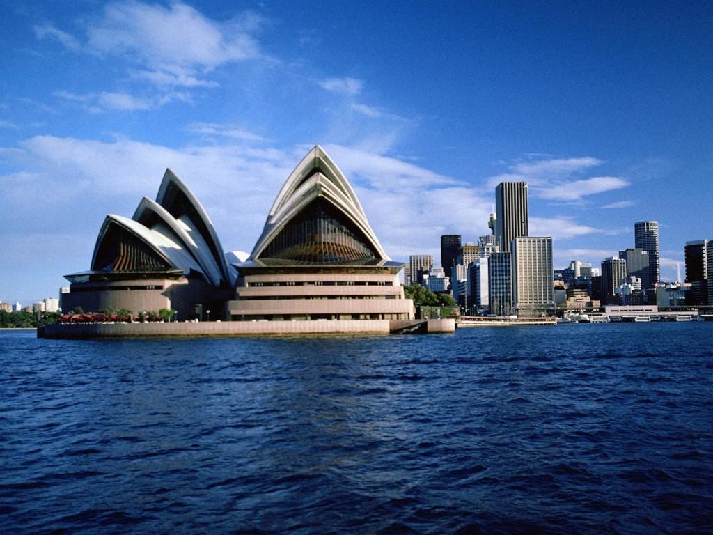 http://www.personal.ceu.hu/students/08/James_Holman/Images/Australia,_Sydney_-_Opera_House.jpg